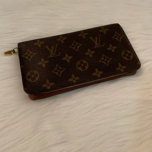 💯Authentic Louis Vuitton Zippy